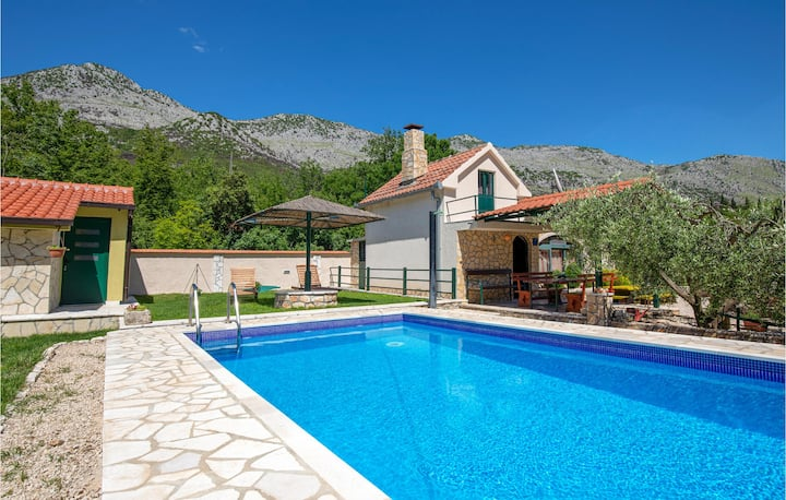Stunning home in Desne with 1 Bedrooms