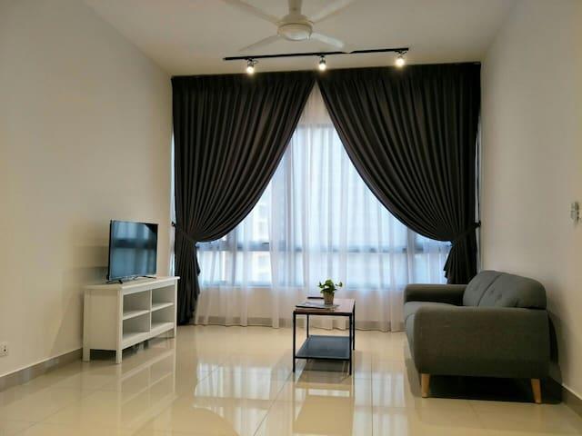 Brand New 2 Bedrooms Condo - Tropicana Paloma