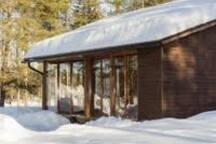Mökki talvella. Cottage in the wintertime. Дача зимой.