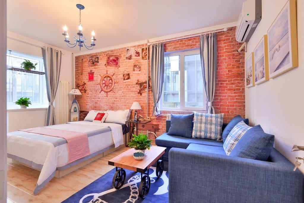 加勒比海风主卧  配有1.5米的双人床 沙发可抽拉变成1.5米宽的双人床