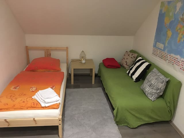 privates Zimmer mit eig. Bad & guter Anbindung