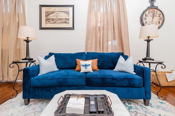 Blue Bee: Historic & Modern!/Close to downtown