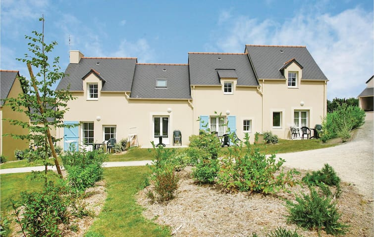 Holiday cottage with 2 bedrooms on 39 m² in Le Tronchet