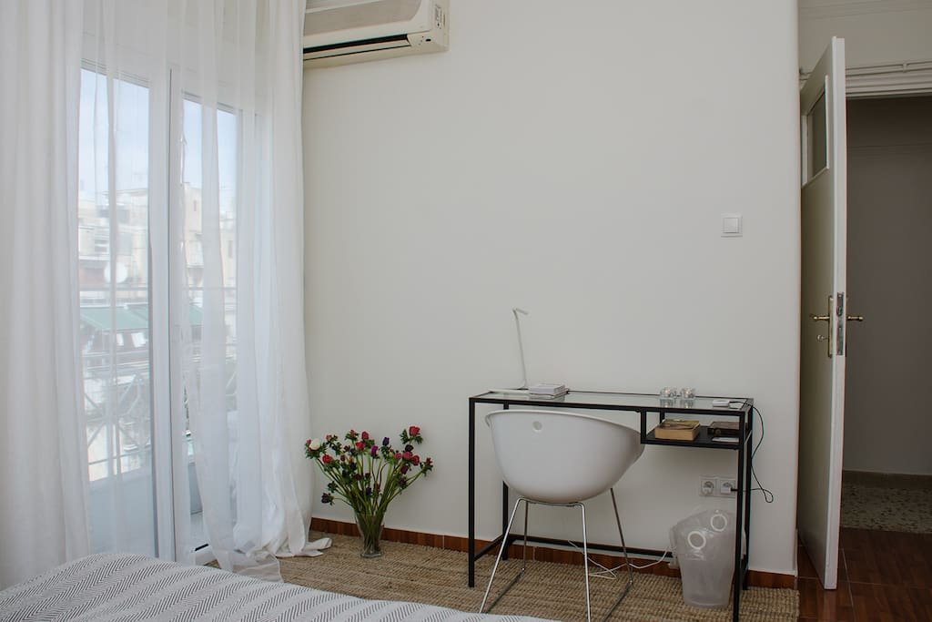 We provide an efficient electric fan as air conditioner.