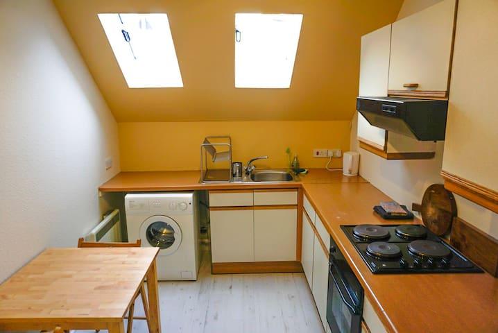 Bright sunny top flat in Birnam, near Dunkeld - Birnam - Appartement