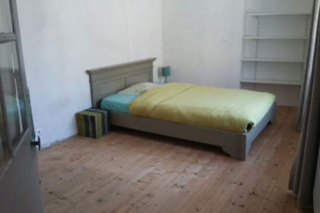 Spacious bedroom, Ancenis city center - Ancenis