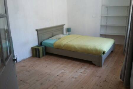 Habitacion amplia en el centro ciudad - Ancenis - Hus