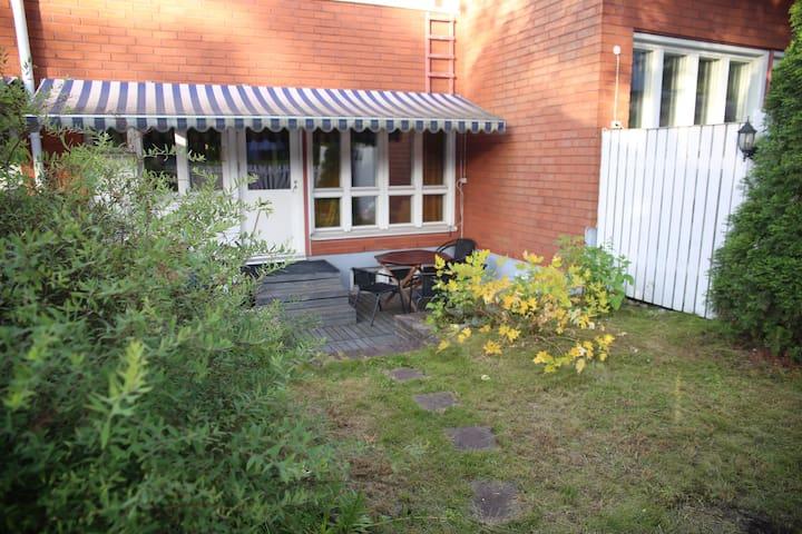 Private bedroom + living room,sauna - Turku - Ev