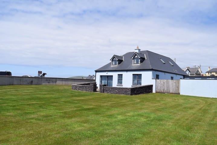 The Blue House - Amazing Ballyheigue Beach House