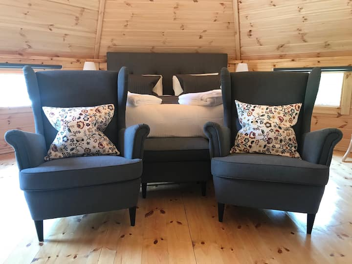 The Willow: a luxury log cabin with superking bed.