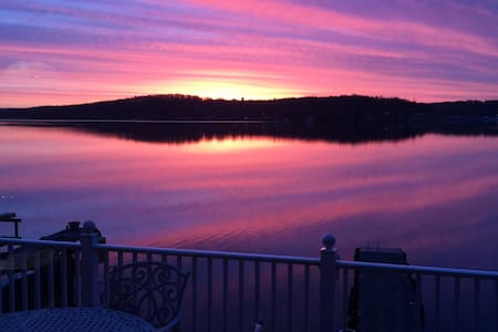 Five Star Upscale Lakeside Retreat - Hopatcong - Дом