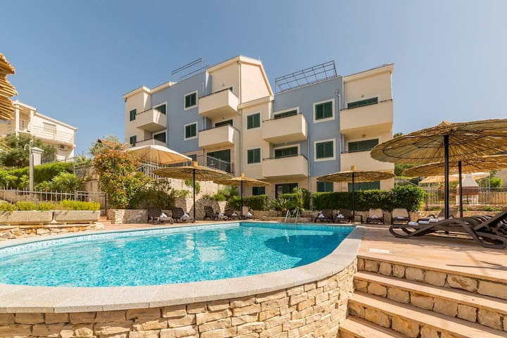 SeaEsta apartment with two pools near the beach