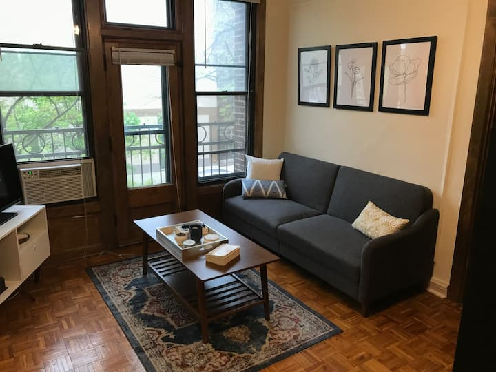 Studio in Lakeview