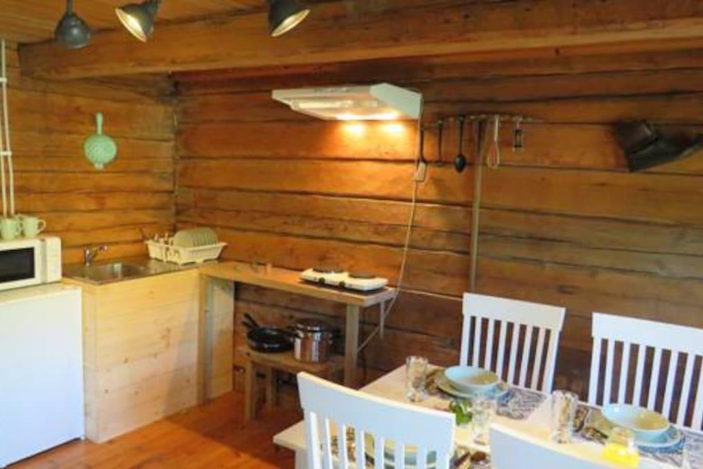 Kitchenette & diner area