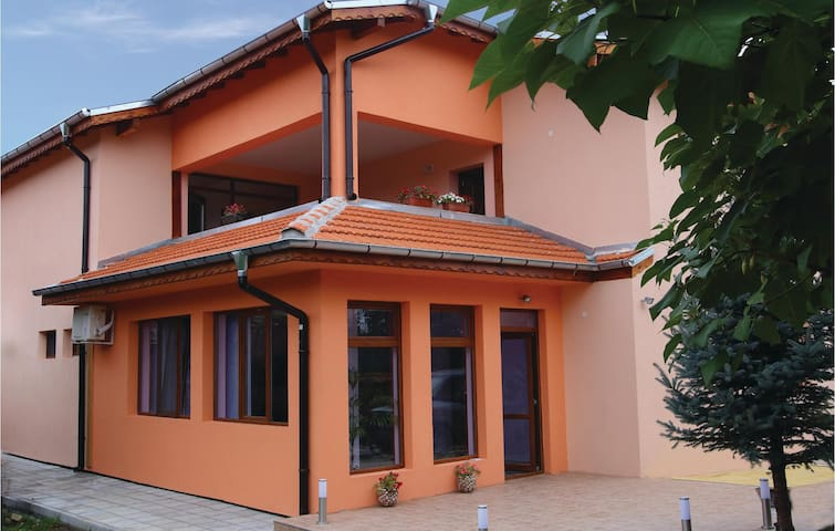 Holiday cottage with 8 bedrooms on 300m² in Pavel Bania