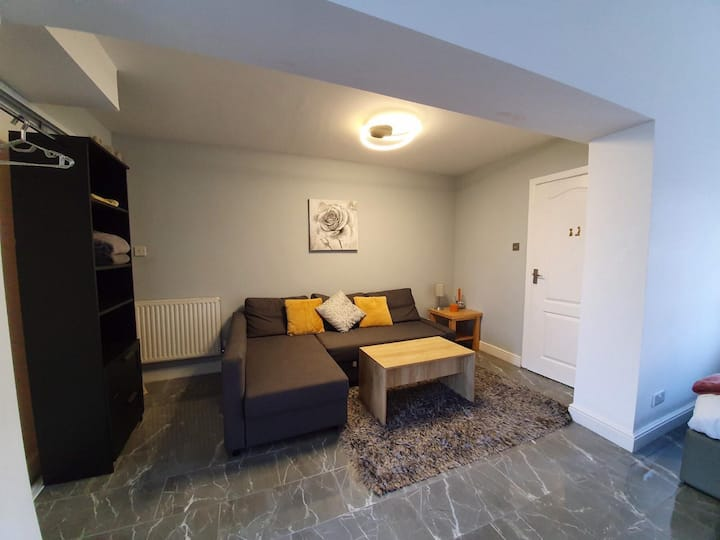New Studio - Private Parking, kitchen and more!