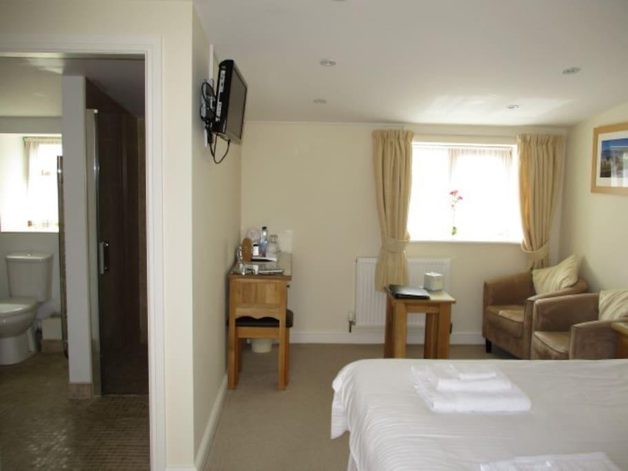 Room 3: Aberdaron - Double room with en-suite bathroom