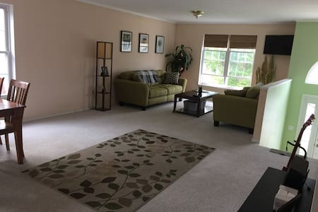 2B/2B Fenced in yard, pet friendly, close to DT SC - Ház