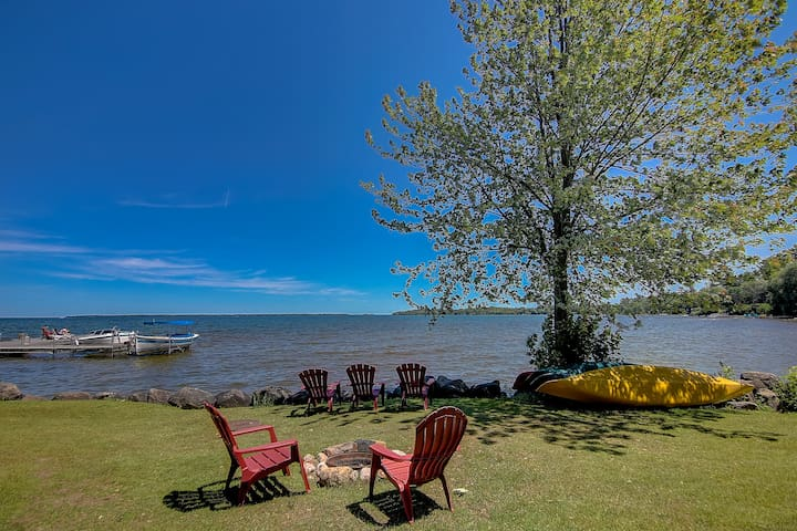 Superior King Room on Lake Simcoe