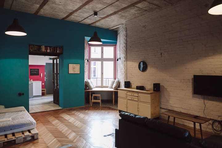 Mirons Apartment: Industrial