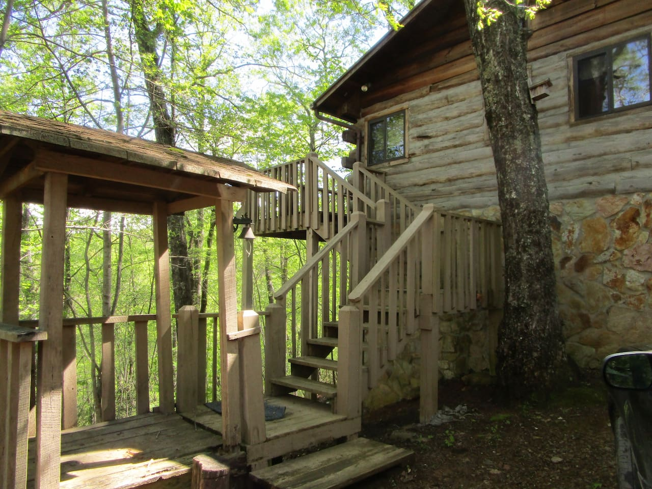 Log Cabin on the Mountain side-views and seclusion!