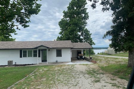 Lakeview Home one block from boat ramp and beaches