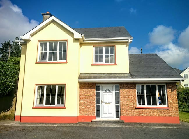 Laurma House-Excellent location - Ennis - Casa
