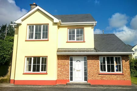 Laurma House-Excellent location - Ennis - Ház