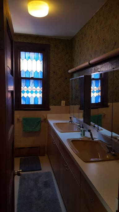 Bathroom with shower-tub (shared with 1 other room)