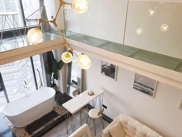 【沐蒽】玻璃栈道轻奢挑高loft落地窗浴缸套房•观音桥商圈双地铁线