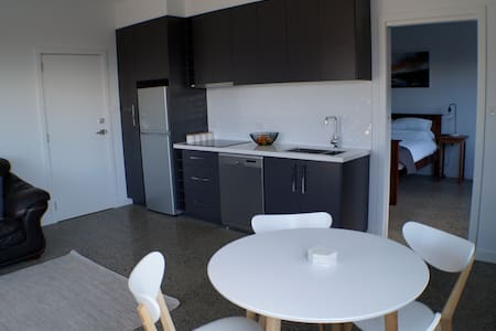 Modern New Apartment - Launceston