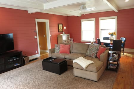 Welcome Home to Penny Cottage! 3BD/2BA + A/C! - Charlevoix - Haus