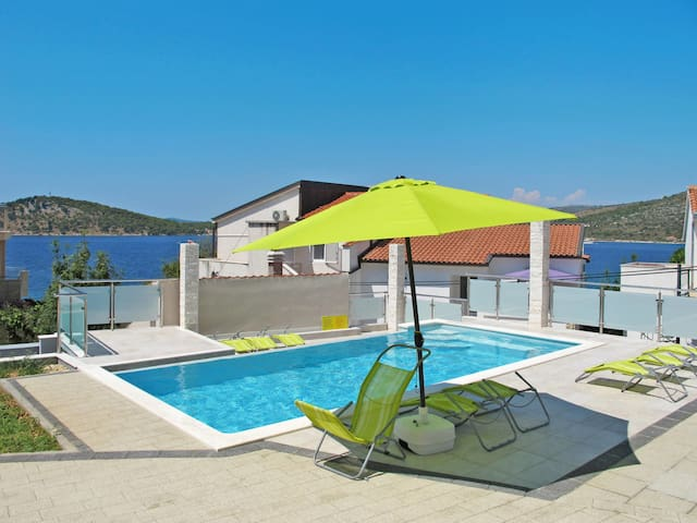 Holiday Apartment Galeb in Rogoznica