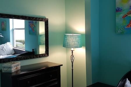 2 Single Beds - 7 miles to Downtown and the Beach! - Delray Beach - Bed & Breakfast