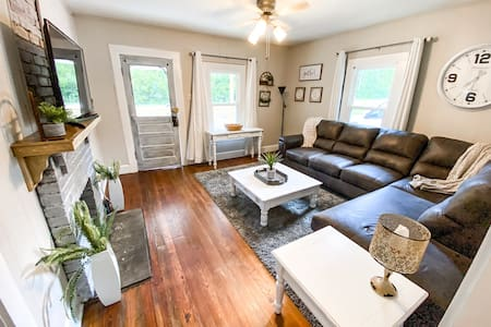Cozy Knoxville Cottage | Great for all things UT!