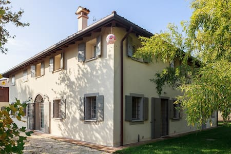 Camera Romantica - Calderara di Reno - Bed & Breakfast