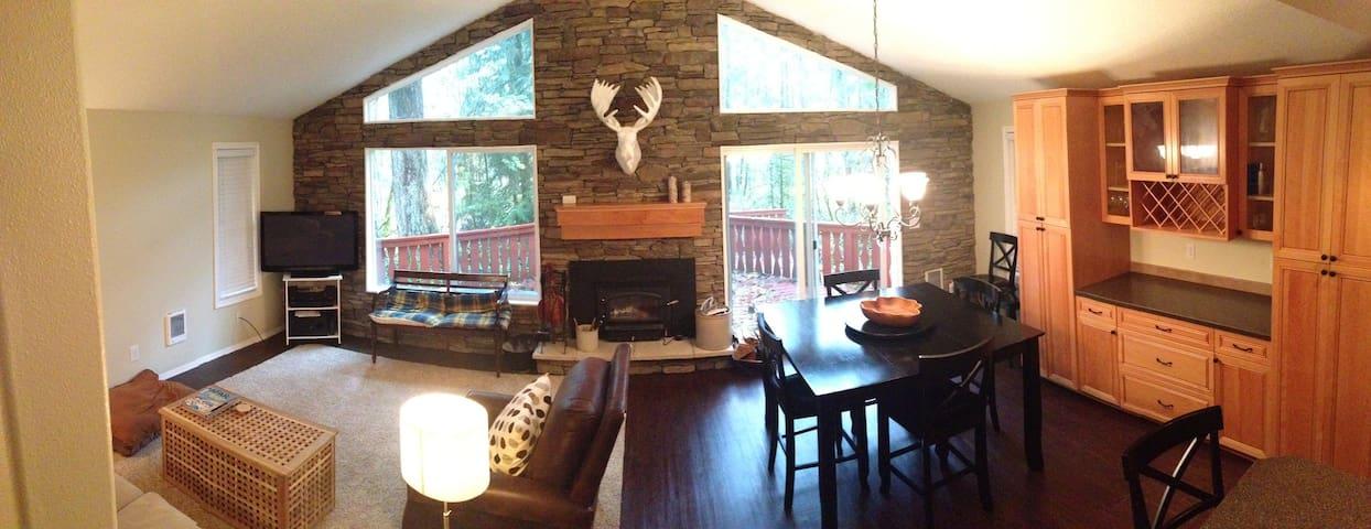 Riverfront retreat in Mt. Hood - Mount Hood Village - House