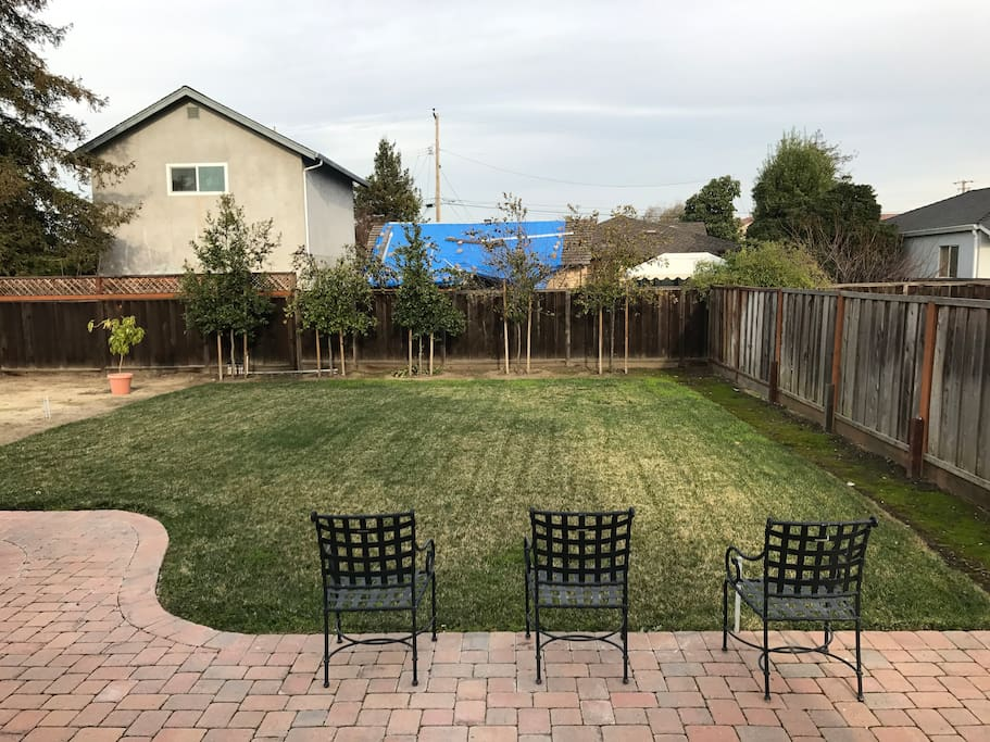 Great lawn - Enjoy the weather!