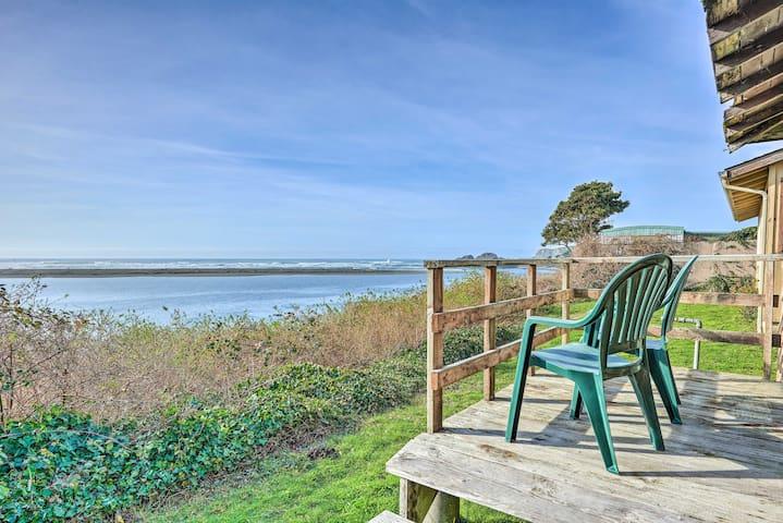 Smith River Vintage Cabin w/Oceanfront Deck+Views!