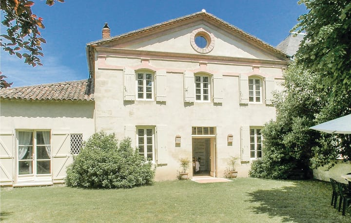 Awesome home in St Antoine de Breuilh with WiFi and 2 Bedrooms