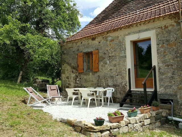 Charming house,  great view point! - Queyssac-les-Vignes - Huis