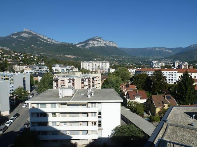 Appartement lumineux à Chambéry face aux montagnes - Chambéry - Departamento