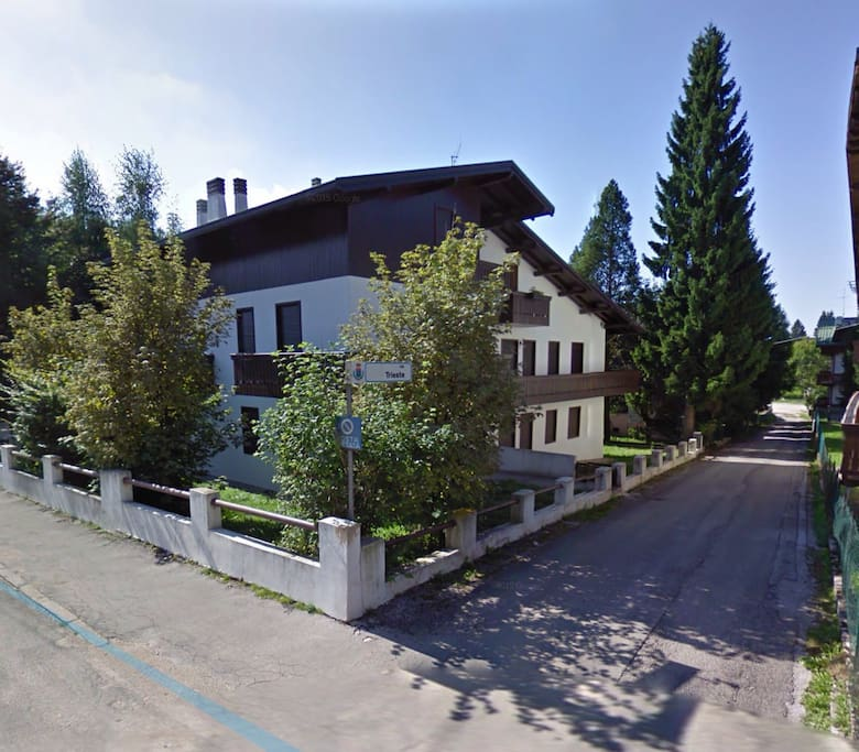 Appartamento trilocale con giardino appartamenti in for Affitto gallio