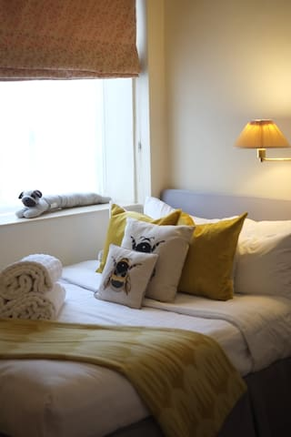 Pretty 1 Bedroom in perfect London location.