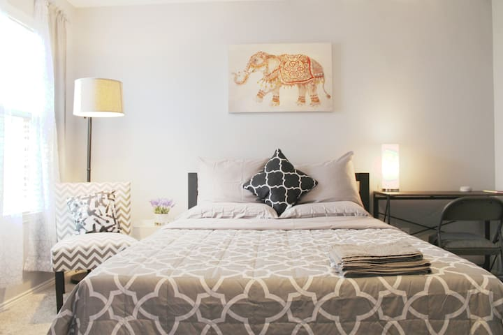 ⭐️ Stylish room near Eagle Mtn/Stockyards w/ TV