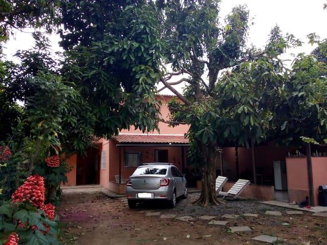 Casa com piscina em Nova Almeida Quintal do Jambo