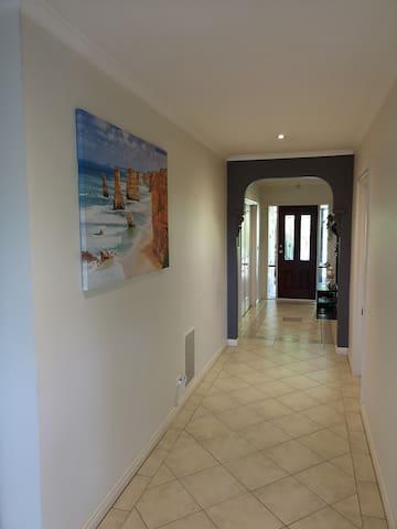A spacious room @convienient location