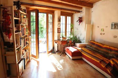 Chambre avec cachet, jardin privé, vieille ville - Fribourg - Szoba reggelivel