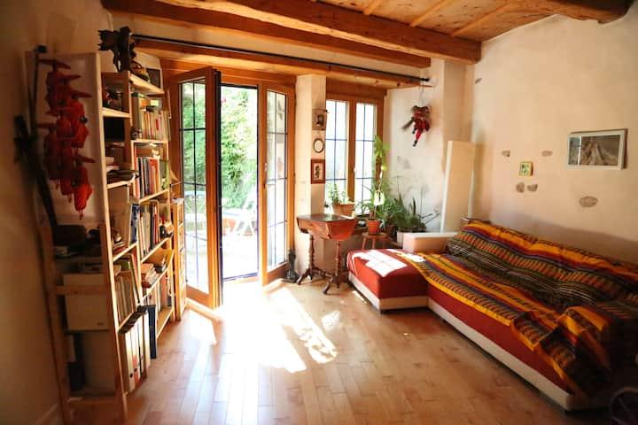 Chambre en vieille ville avec cachet, jardin privé