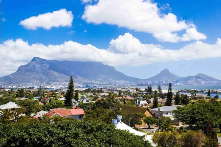 203 - Holiday Pad with Table Mountain & Bay Views